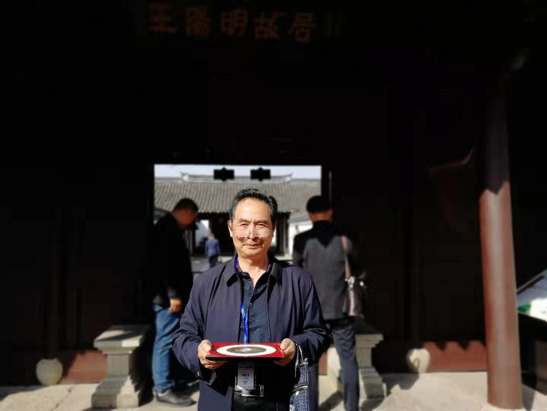 <span>袁老师在中国进士第一村考察</span>
